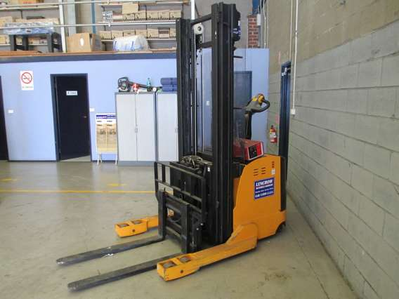 Used Walkie Reach Stacker 1350kg