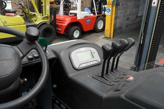 Electric Sit Down Reach Trucks