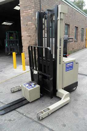 Walkie Reach Straddle Stacker