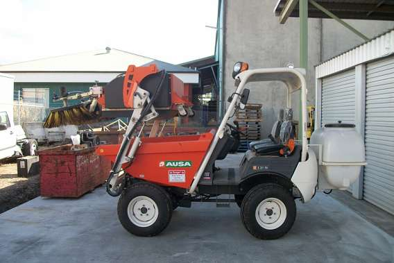 4WD Ausa Sweeper