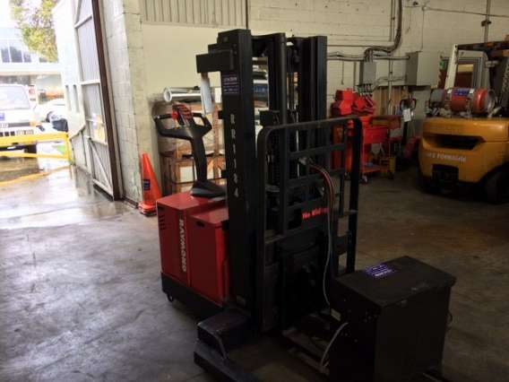 Used 1500 KG Walkie Reach Stacker
