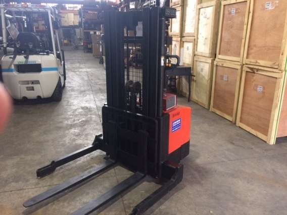 Used EP walkie Stacker