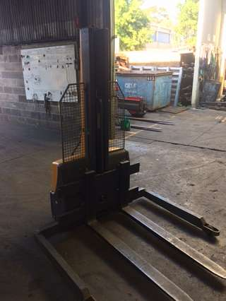 Used Jungheinrich walkie Stacker