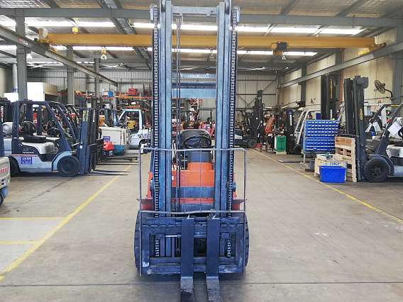 Used 4 Wheel Diesel 3 Ton Nissan Forklift