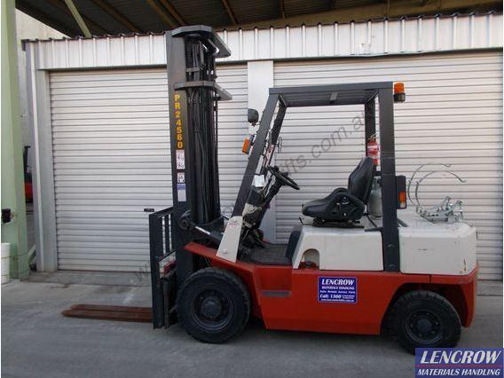 Used 2.5T LPG Nissan Forklift